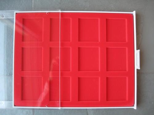 Münzbox mit 12 rechteckigen Vertiefungen